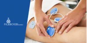 fisioterapeuta applica elettrodi per elettrostimolazione muscolare